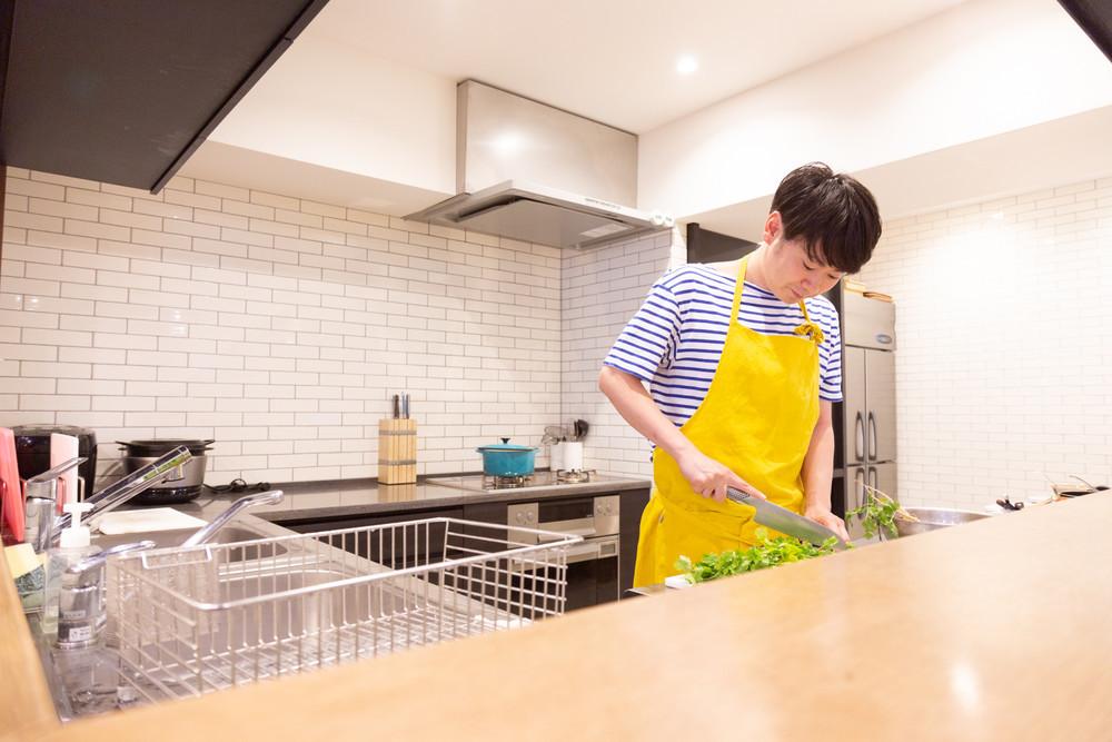 パクチーボーイ・エダジュンさんが教える、余らせがちな「アジアの調味料」のおいしい使い方【プロの日々ごはんVol.3】