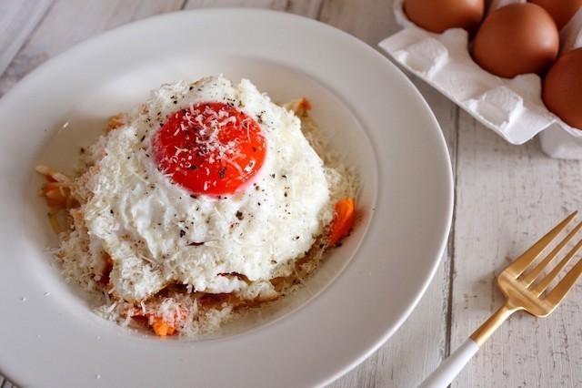 貧乏人のパスタ!?とろ〜りチーズと半熟卵の「スパゲッティ・ポヴェレッロ」がランチに◎