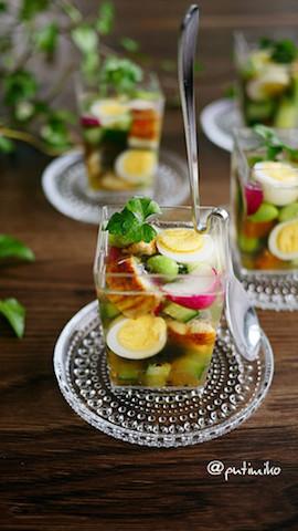 カラフルで綺麗☆カップで食べやすい「ひんやりゼリー寄せ」レシピ