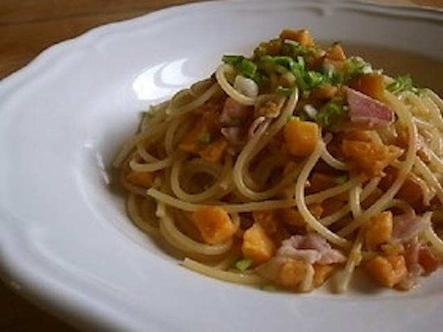 ホクホク美味しい旬の味!「サツマイモ+1食材」で作れるパスタ4選