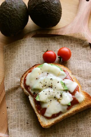 とろけるチーズがたまらない!「ミートソース・トースト」で子どもが喜ぶ朝食を