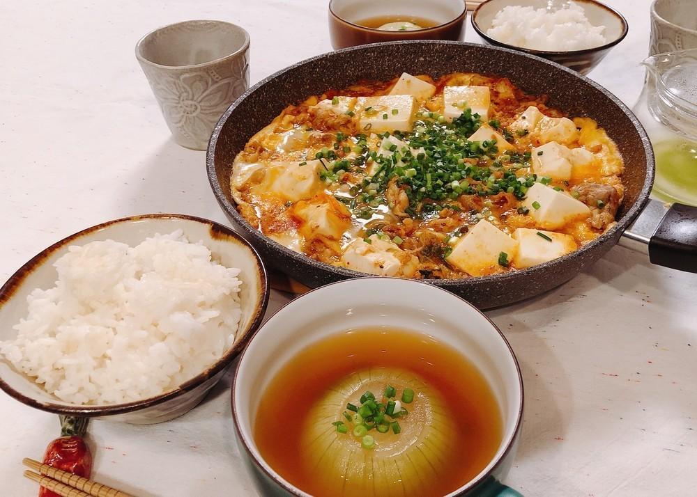 焼肉のタレで簡単!コク旨「肉豆腐」がご飯おかわり必至の美味しさ【一汁一菜ふたりごはん vol.4】