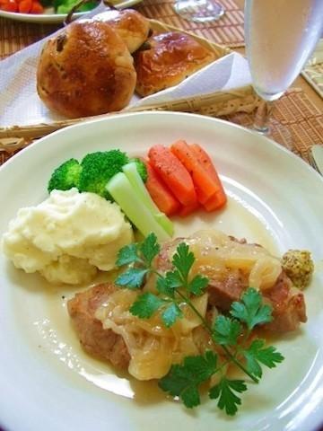 牛、豚、鶏がホロホロの柔らかさに!「お肉のビール煮」が本格的な美味しさ