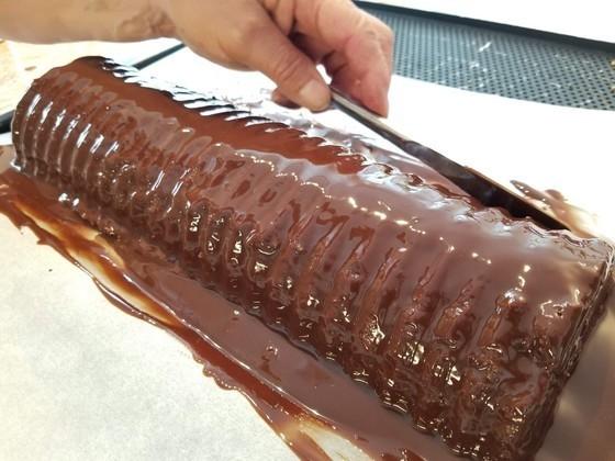濃厚なのにふわふわ!100年変わらず引き継がれる「おばあちゃんの絶品チョコケーキ」の秘密【世界の台所探検】