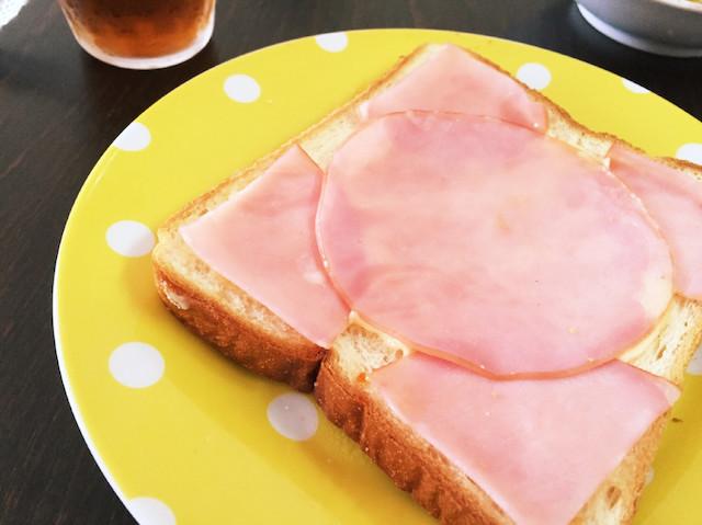おいしさを最大限味わえる!朝の定番「ハムマヨトースト」の作り方4選