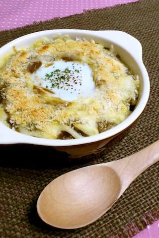 2日目のカレーをリメイク!「巣ごもり焼きチーズカレー」が簡単おしゃれ♪