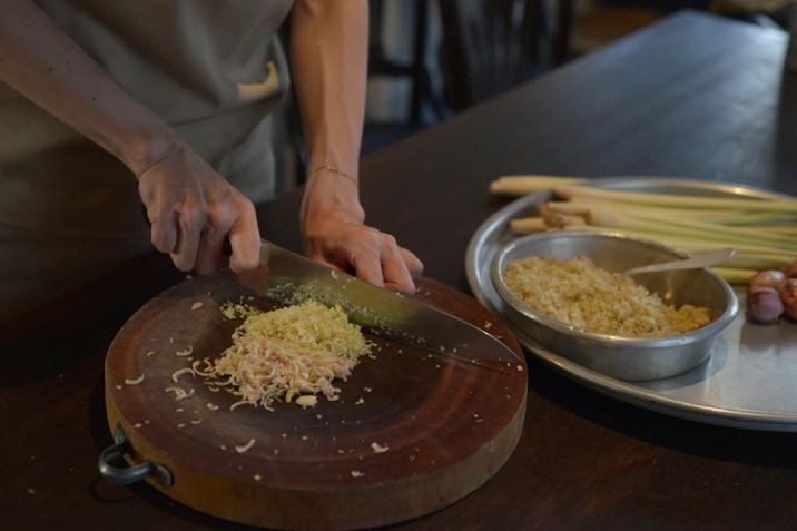 料理が嫌になったら、あてもなく「みじん切り」をしたらいい【今日、キッチンで何を考えていますか?Vol.1】