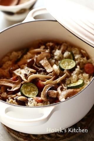 お米がツヤピカ!きのこたっぷり「オリーブオイル炊き込みご飯」が絶品