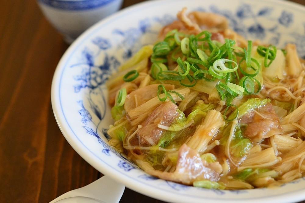余り野菜の消費にも!肌寒い日にほっこり美味しい「豚肉のあんかけ丼」レシピ