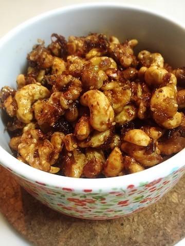 カリカリ食感がおいしい♪「余ったナッツ」が活用できる常備菜4選