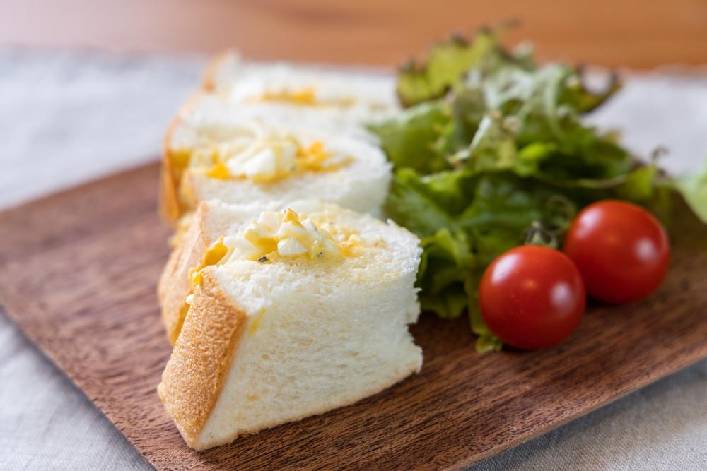 【簡単ワザ】食パン1枚で作れる「折りたたみサンドイッチ」が食べやすい!