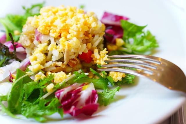 サラダやサンドイッチに!「ゆで卵のみじん切り」を簡単に作るワザ5選