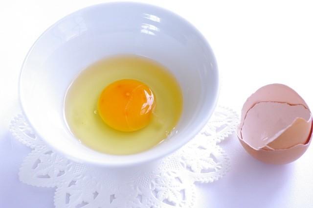 """贅沢なひとりおやつに♪卵1個で気軽につくれる""""神""""スイーツ"""