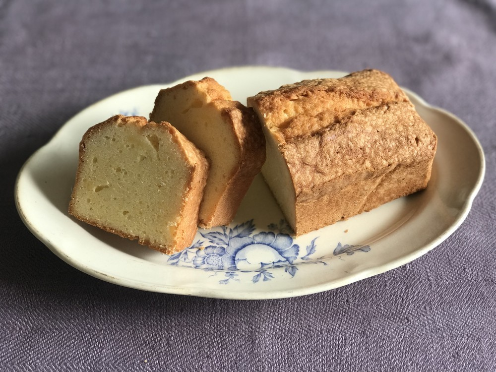 基本テクニックを丁寧に解説!失敗しない絶品「パウンドケーキ」の作り方【材料4つで本当においしいお菓子 Vol.7】