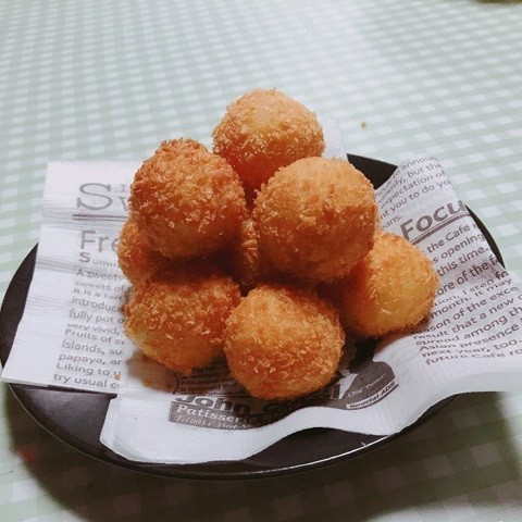 とろ〜りチーズとモチモチ生地が美味しい韓国屋台グルメ「チーズボール」がおやつにぴったり♪