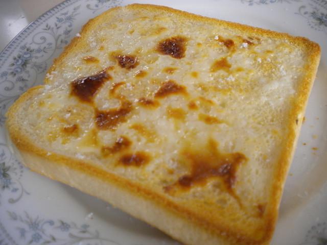 甘じょっぱさがたまらない♪「塩キャラメルトースト」を朝食に作ろう
