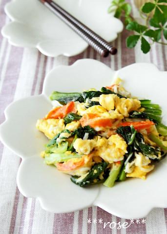 ふわふわ卵の「小松菜の3色炒め」が材料3つで即完成!