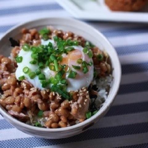 朝食バリエに飽きたら!ちょい足しで美味しさ広がる「納豆丼」レシピ