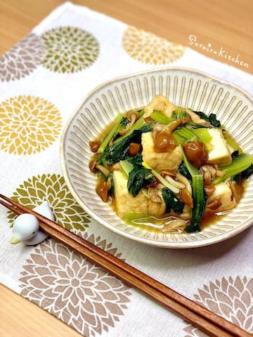 あと一品にも◎「小松菜×厚揚げ」のボリューム副菜4選