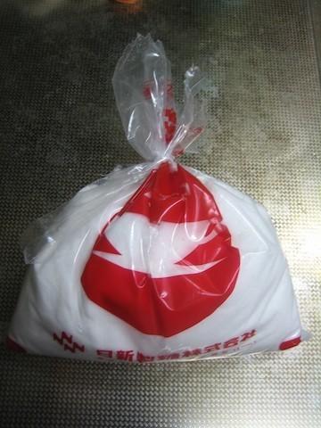 使いかけの砂糖やお米もこれで安心!道具を使わず袋を閉じる方法