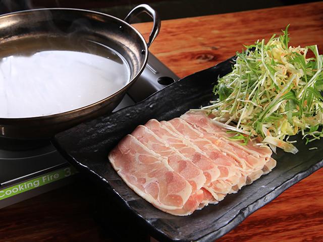 鶏むね肉を薄く切るコツも紹介!「節約しゃぶしゃぶ鍋」で年末年始の出費を乗り切ろう