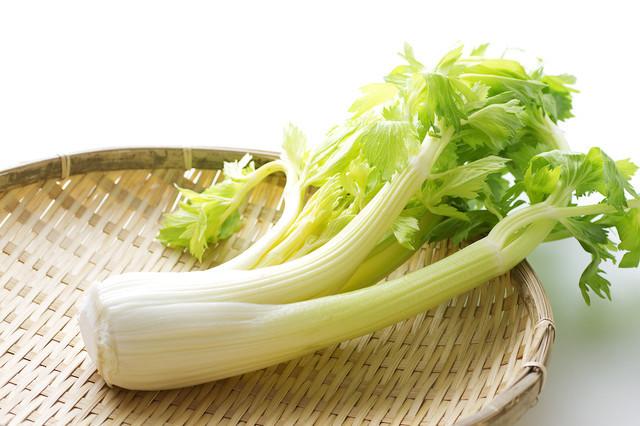 【保存ワザ】「セロリ」をシャキシャキ新鮮に長持ちできる簡単な方法