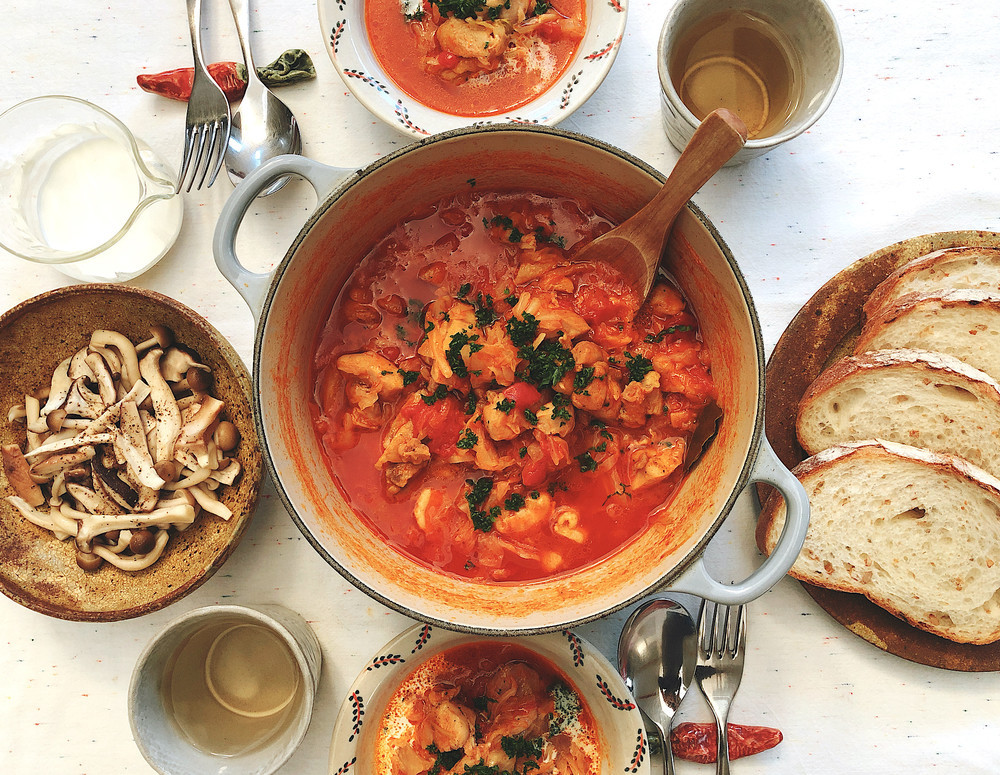 キャベツの消費にも!簡単トマト煮とレンジできのこ蒸し【ふたしな献立】