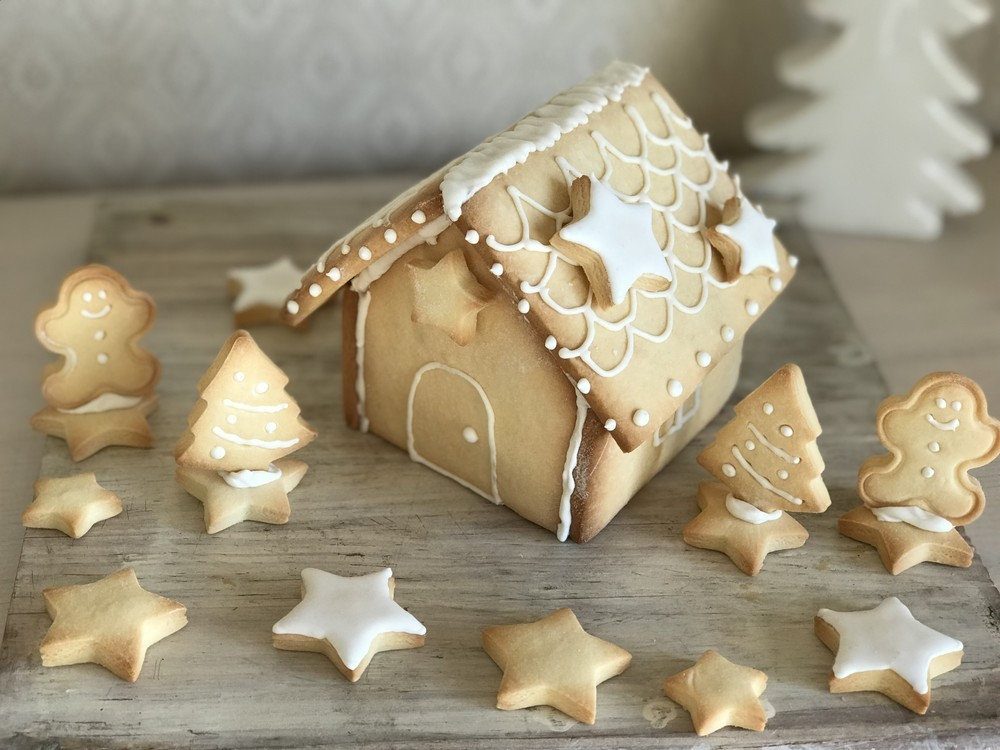 """憧れの""""お菓子のおうち""""でクリスマスを!かわいい「ヘクセンハウス」の作り方【材料4つで本当においしいお菓子 Vol.9】"""