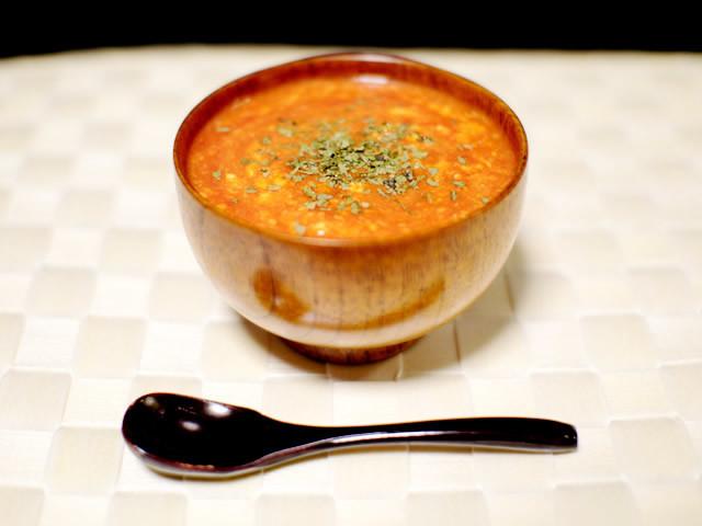 【簡単3分!】寒い日の小腹を満たす「トマトと卵のあったかスープ」