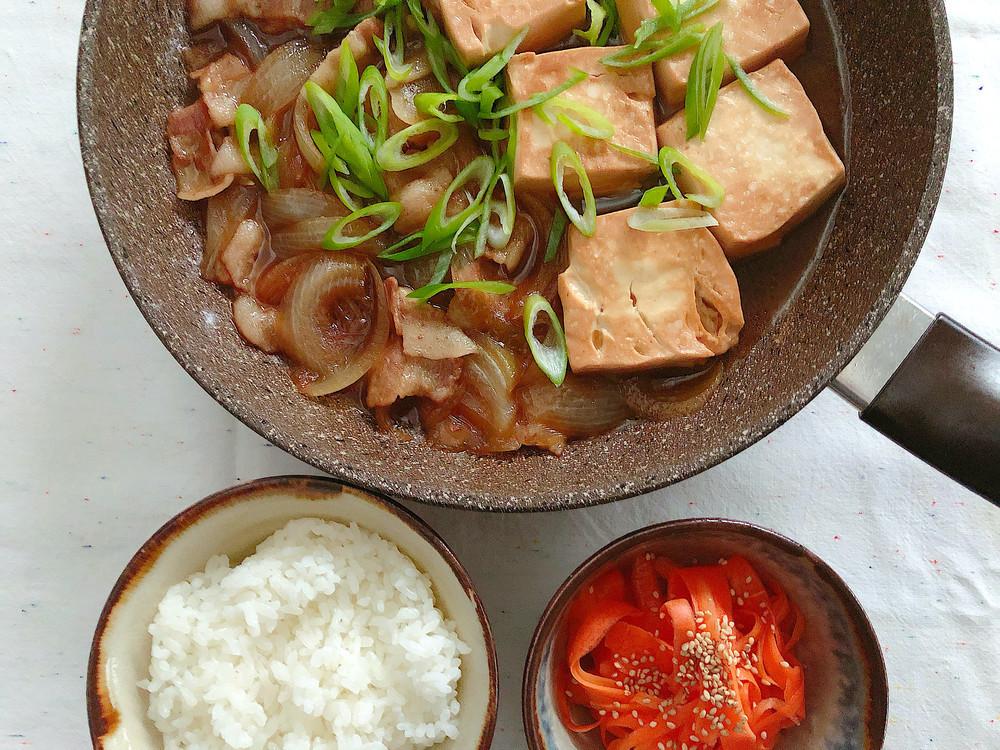 めんつゆで簡単に味キマる!冬のほっこりおかず「肉豆腐」が速攻完成♪【ふたしな献立】