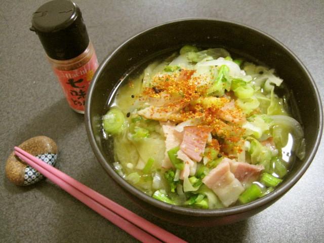 食卓の新定番に!冬野菜をふんだんに使った「ベーコン味噌汁」6選