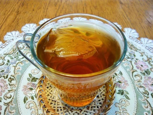 【驚きの味変】いつもの烏龍茶が「紅茶」のような味に大変身するワザ!