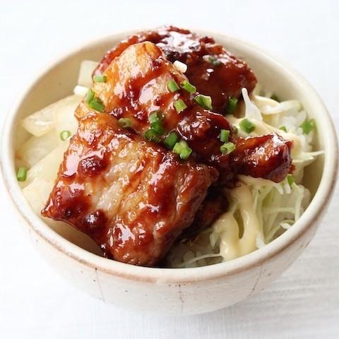 下味漬け込みで絶品!「味噌豚バラ丼」の簡単献立