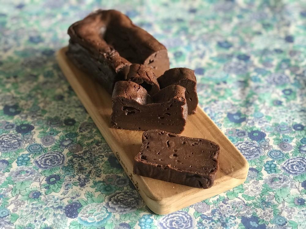 とっても簡単なのに本格味!絶品「濃厚チョコレートテリーヌ」の作り方【材料4つで本当においしいお菓子 Vol.11】