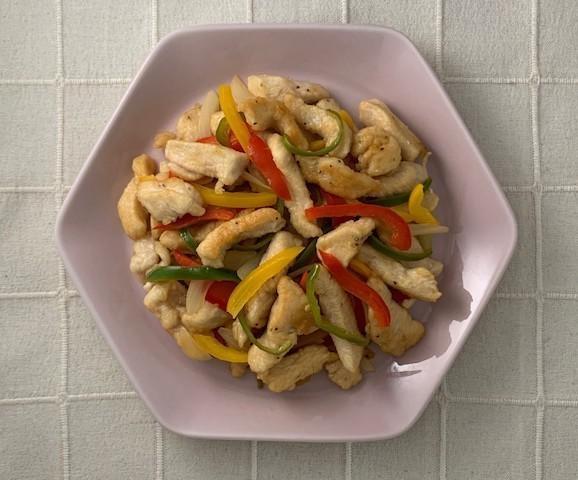 彩りよくて食欲UP「プリプリ!鶏むね肉のレモン醤油炒め」の野菜たっぷり献立