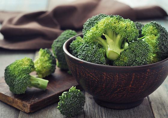 【ゆで時間2分!】少量の水で「ブロッコリー」をおいしく茹でる方法