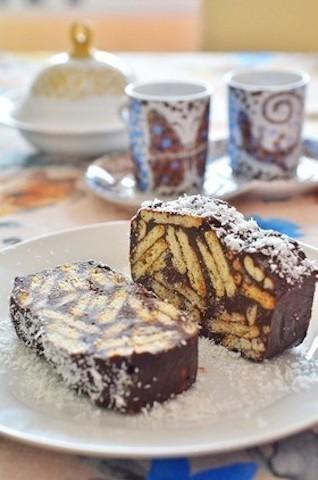 チョコとビスケットがサクうま♪「モザイクケーキ」が混ぜて冷やすだけで簡単
