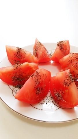 「生トマト」にかけると美味!意外な調味料4選