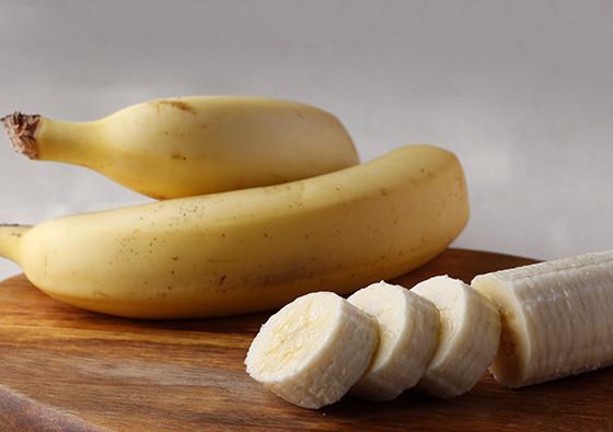 """【場所を取らない】余った「バナナ」は""""シート状""""にして冷凍保存すれば便利!"""