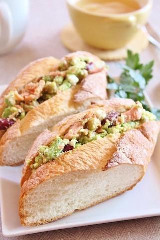 パンとも相性抜群!春色で気分上がる「鮭フレークサンド」レシピ集