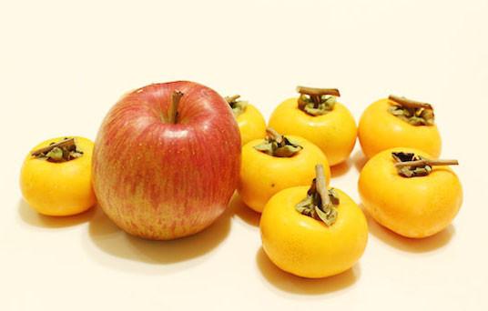 【試してみた】渋柿をりんごと一緒に袋に入れておくと甘くなった!