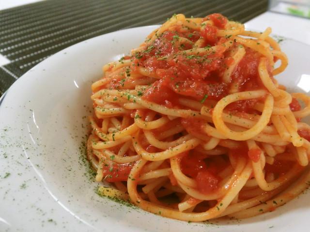 パパッとランチにも◎爽やかな酸味を楽しめる「トマト缶パスタ」レシピ5選