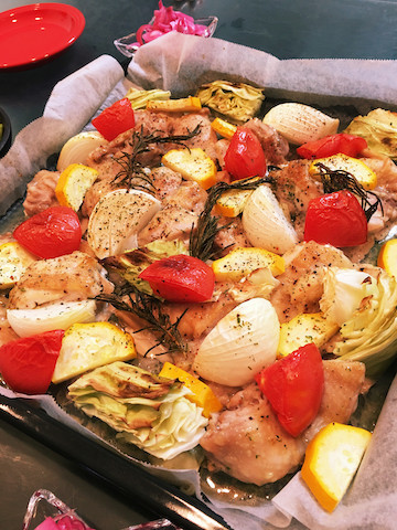 並べて焼くだけなのに豪華♪「鶏もも肉のオーブン焼き」の簡単献立
