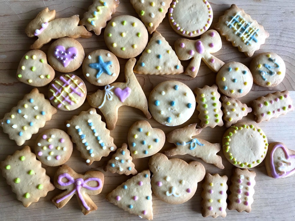 子どもと一緒に作ろう!チョコペンでかわいい「デコレーションクッキー」【おうちで楽しむお菓子 Vol.5】