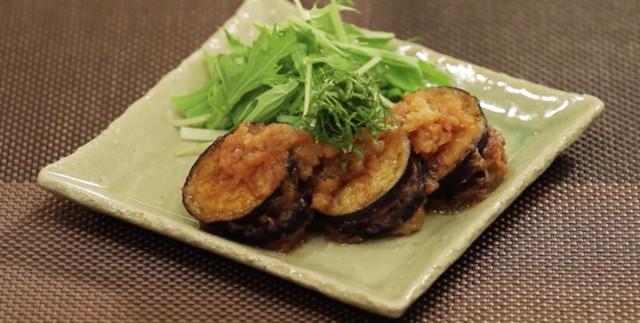 ひき肉でボリュームアップ!「野菜のはさみ焼き」がジュワッと美味