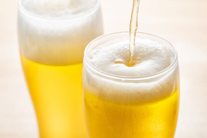自宅でビアガーデン気分♪こんもり泡まで美味!おいしい「ビール」の注ぎ方