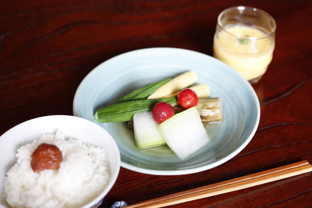 からだが喜ぶ、冷たい炊き合わせとスープ。お坊さんの「夏野菜」レシピ【今日はお寺ごはんで一汁一菜 vol.7】