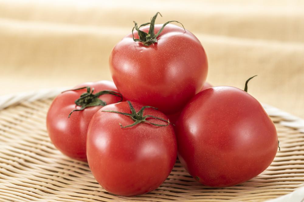 【やり方いろいろ】パパッとできる「トマトのヘタ取り」ワザ3選