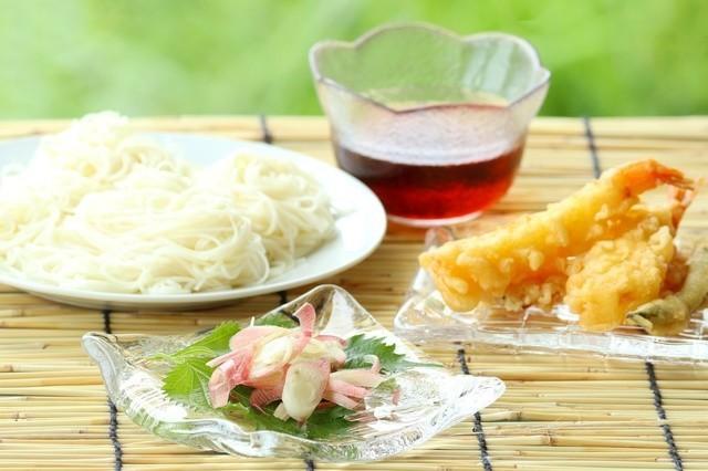 そうめんのお供に◎サクサクに揚がる裏ワザ付き「夏におすすめの天ぷら」レシピ集