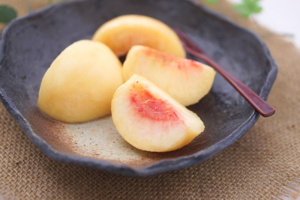 熟しすぎて実が柔らかくても◎ツルッと「桃の皮」をキレイに剥く方法